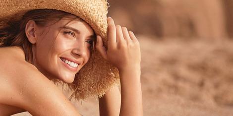 Husker du å beskytte huden din på stranden?